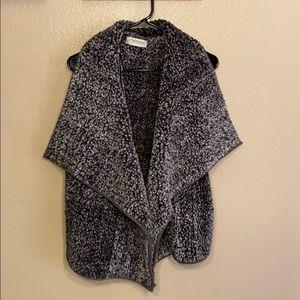 Women's fuzzy warm Impressions vest size medium